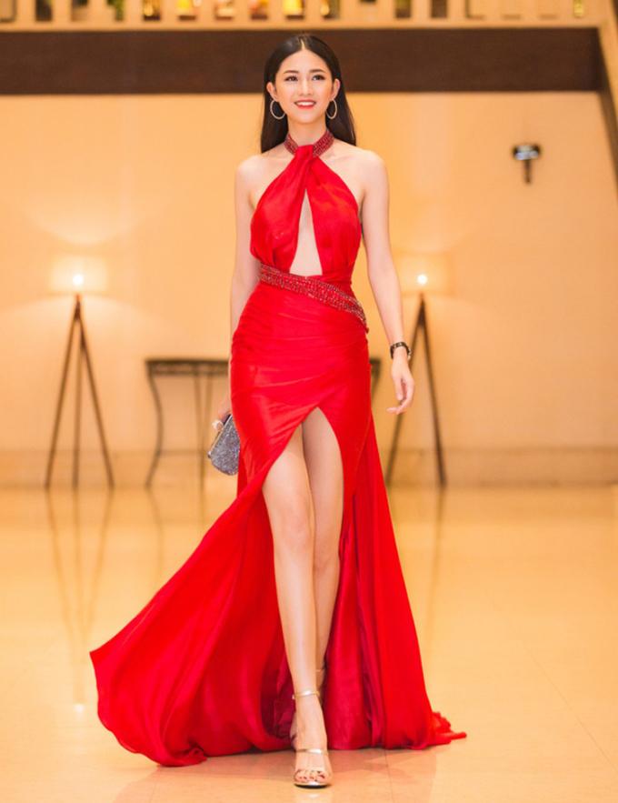 5 hoa hậu, á hậu có đôi chân dài nhất làng mốt Việt - 3
