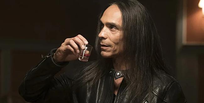 Crow Daddy là nhân tình và cánh tay đắc lực của Rose, do Zahn McClarnon thủ vai.
