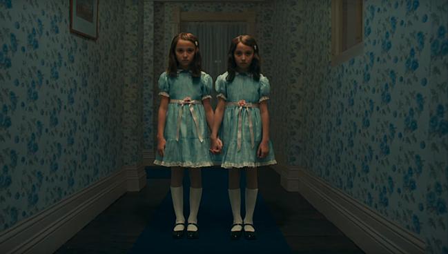 Cặp song sinh từng gây ám ảnh trong The Shining.