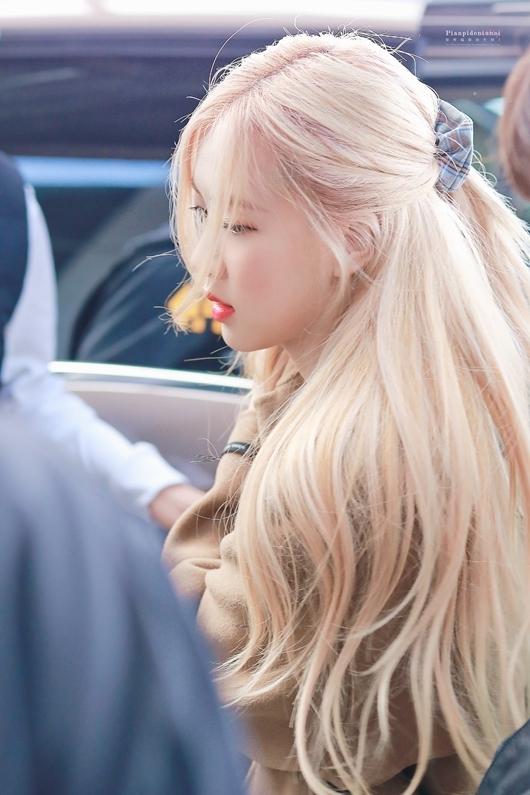Trong nhiều khoảnh khắc cô nàng được khen xinh đẹp như tiên giáng trần nhờ mái tóc ảo diệu.