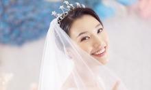 Á hậu Hoàng Oanh lấy chồng Tây