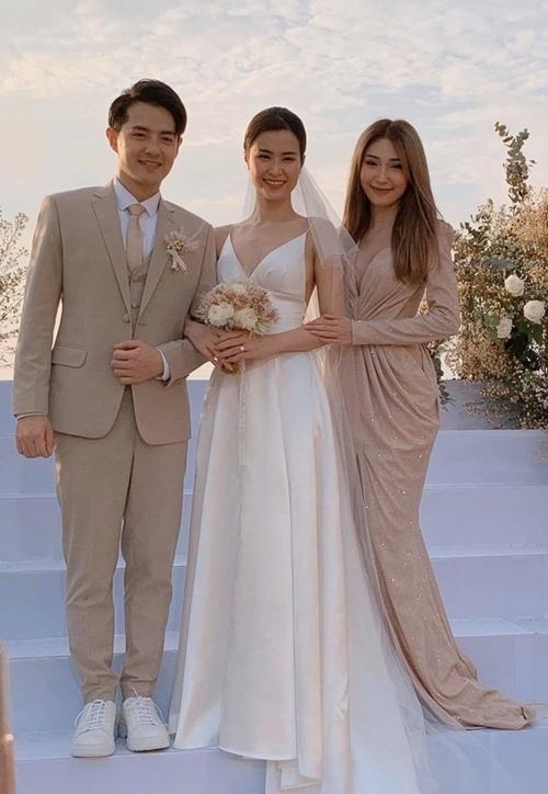 Khổng Tú Quỳnh dự đám cưới Đông Nhi.