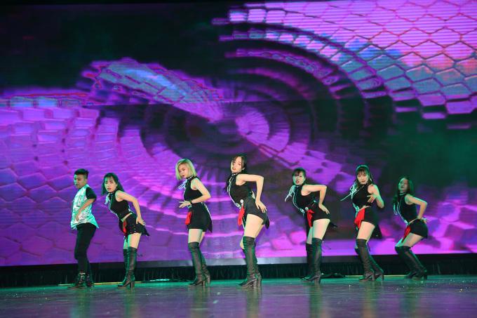 <p> Nhóm Step Up - Đại học Ngoại ngữ- Đại học Quốc gia Hà Nội</p>
