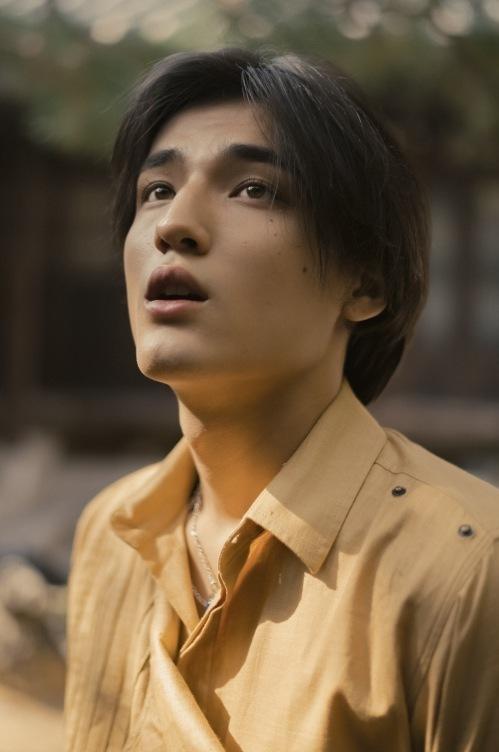 Tobias là con lai mang hai dòng máu Đức và Hàn Quốc.