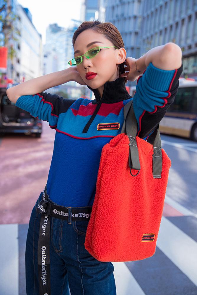 """<p> Trong chuyến công tác tại Nhật Bản, Tóc Tiên tranh thủ thời gian xuống phố Tokyo thực hiện loạt ảnh street style. Giọng ca """"Nước mắt em lau bằng tình yêu mới"""" thường được mọi người biết đến với hình tượng quyến rũ. Lần này, Tóc Tiên diện những set đồ mang phong cách năng động.</p>"""