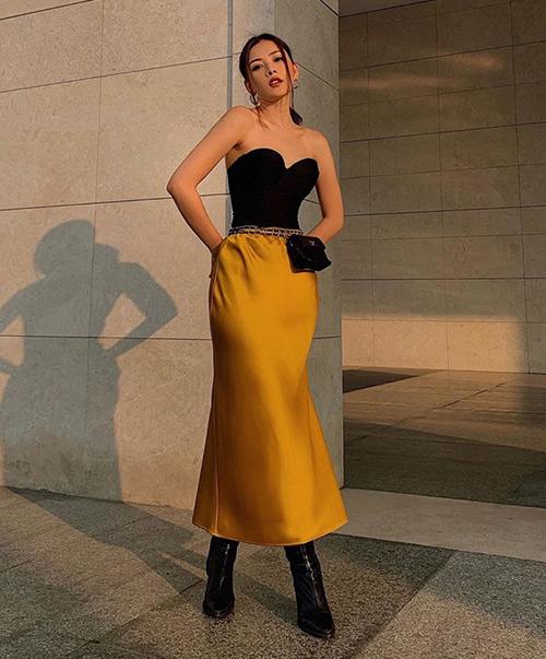 Khi diện mốt áo kén dáng này, Chi Pu thường kết hợp cùng quần/chân váy đơn giản, hạn chế phụ kiện, tôn tối đa vóc dáng.