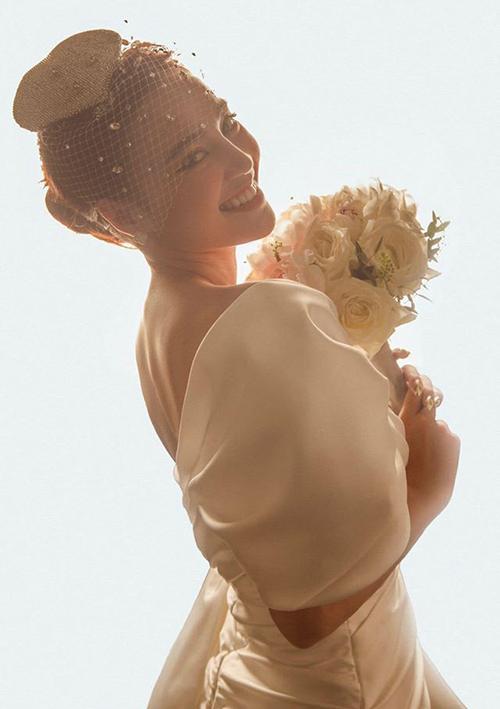 Sau đám cưới của Đông Nhi, Lan Ngọc tuyên bố cũng muốn lấy chồng.