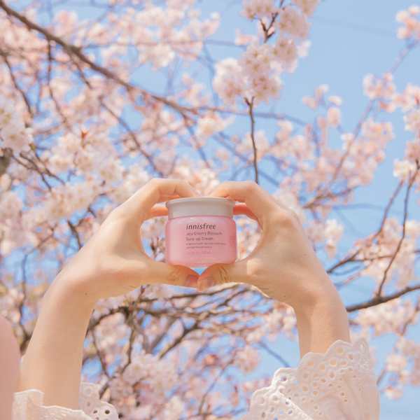 innisfree kỳ vọng mang lại cho phái đẹp làn da tươi hồng như những cánh hoa anh đào.