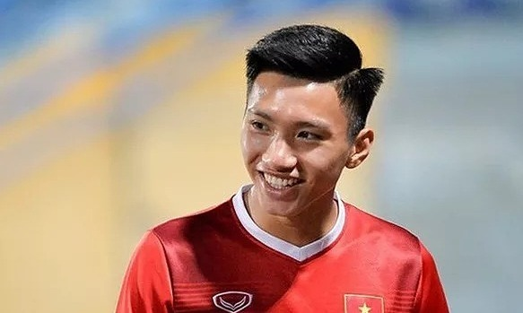 Các tuyển thủ thi đấu ở nước ngoài của Việt Nam, Thái...