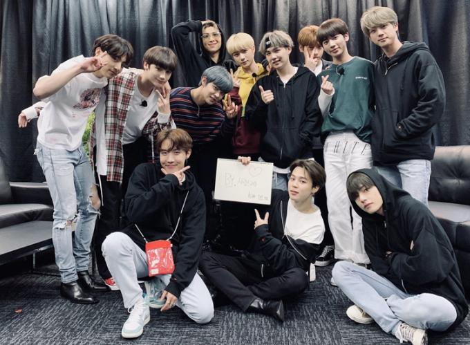 BTS và TXT là nghệ sĩ chung công ty.