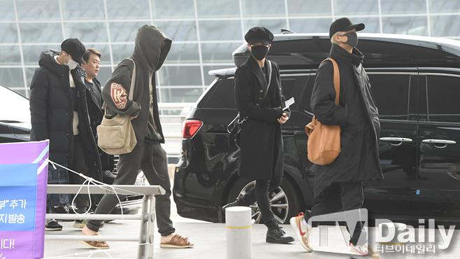 Sáng 12/11, BTS bất ngờ xuất hiện ở sân bay Incheon, Seoul, Hàn Quốc.