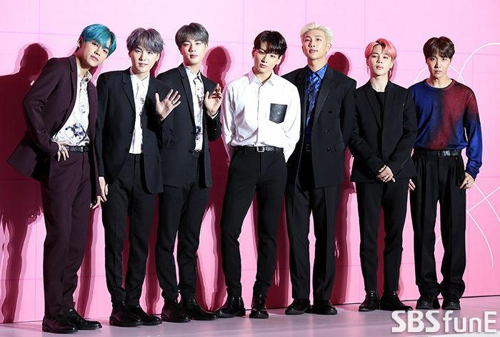 Chứng kiến BTS bị nẫng tay trên giải thưởng, cộng đồng Armyđã đồng lòng stream nhạc và mua album.