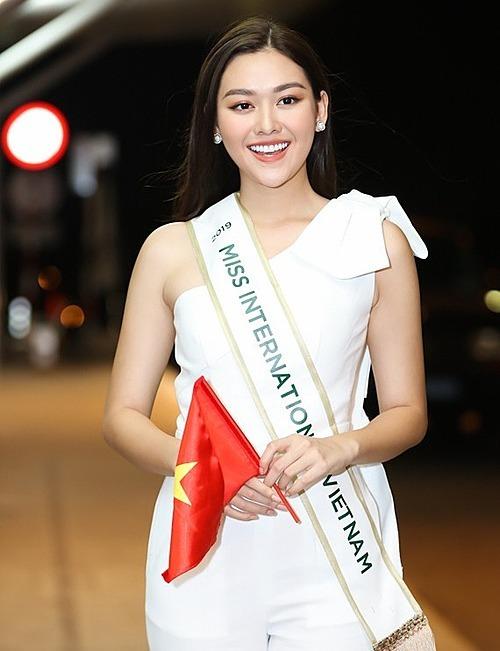 Tối 24/10, Tường San lên đường sang Nhật Bản dự thi Hoa hậu Quốc tế 2019. Dù cuộc thi chưa bắt đầu, các diễn đàn hay các bảng xếp hạng sắc đẹp quốc tế đều dành lời khen cho đại diện Việt Nam. Missosology - chuyên trang nhan sắc hàng đầu thế giới còn dự đoán Tường San sẽ đăng quang.
