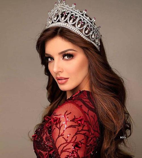 Mỹ nhân Mexico - Andrea Toscano - được các chuyên gia nhắm cho vị trí Á hậu 1. Người đẹp sinh năm 1998 cao 1,75 m, từng có kinh nghiệm dự thi Miss Universe 2018. Cô hiện làm người mẫu tại quê nhà. Vẻ đẹp bốc lửa và thân hình cân đối khiến cô ấy trở thành một đối thủ đáng gờm. Cô ấy chắc chắn đã sẵn sàng để trở thành mỹ nhân Mexico thứ ba đăng quang Hoa hậu Quốc tế, các chuyên gia của Missosology nhận định.
