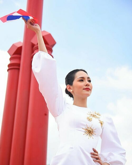 Miss International được thành lập năm 1960, là cuộc thi lâu đời và uy tín thứ 3 trên thế giới. Các thí sinh được chấm điểm dựa trên nhan sắc, lòng nhân từ, tính hữu nghị, sự thanh lịch, trí tuệ, khả năng chủ động, và quan trọng nhất là sự nhạy cảm về thế giới. Ngoài ngôi vị cao nhất được trao cho đại diện Thái Lan, danh hiệu Á hậu 1,2,3,4 năm nay lần lượt thuộc về các người đẹp Mexico, Uganda, Colombia và Anh. Tường San - đại diện Việt Nam - dừng chân ở top 8.