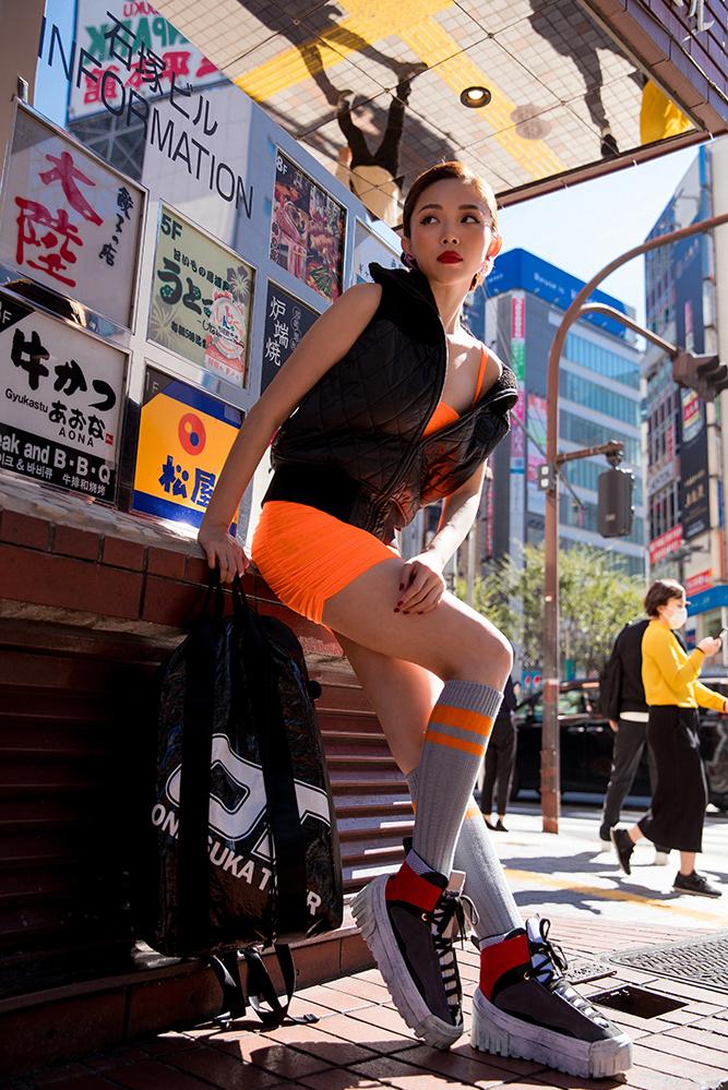 <p> Vẻ sành điệu của Tóc Tiên tại kinh đô thời trang của châu Á.</p>