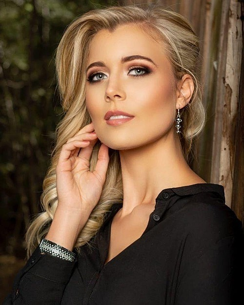 Nicole Middleton - đại diện Nam Phi - đứng vị trí thứ 8 trong top 10. Cô gái 24 tuổi tốt nghiệp ngành Luật tại Australia và làm người mẫu tại quê nhà.