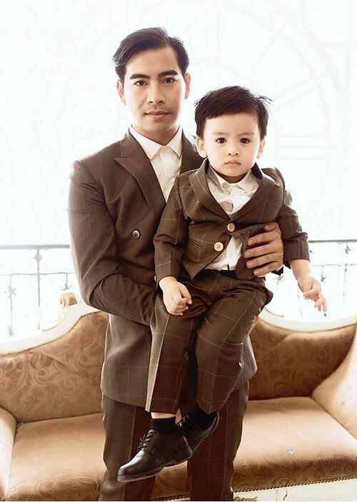 Giữa tin đồn ly hôn Ngọc Lan, Thanh Bình khoe ảnh chụp cùng con trai và nhắn nhủ con mạnh mẽ.