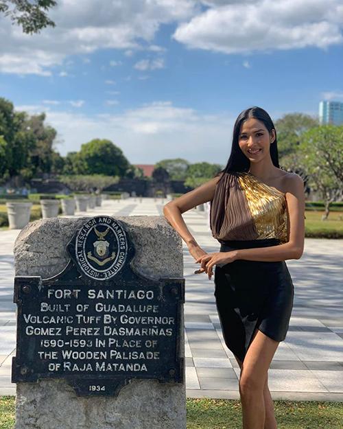 Hoàng Thùy đang đi công tác ở Philippines.