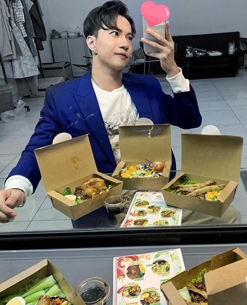 S.T cảm động vì được nhiều đồng nghiệp mua cho đồ ăn ngon khi bận rộn quay hình.