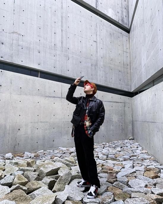 Su Ho (EXO) đăng ảnh diện đôi AF1 Para-noise phiên bản Hàn Quốc.