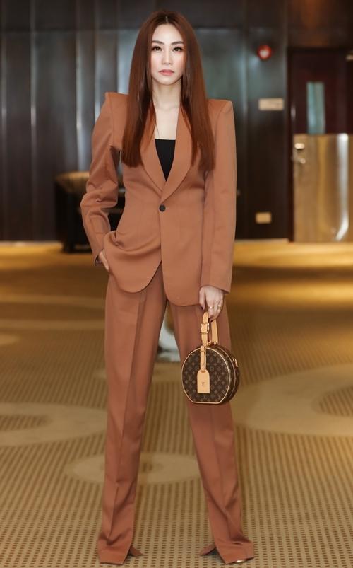 Ngân Khánh có buổi giới thiệu về chương trình đào tạo diễn xuất quốc tế ACA năm 2020. Đây là khóa đào tạo diễn xuất kéo dài 12 tuần ở Trung tâm Actor Centre Australia (ACA) do cô phối hợp cùng Dean Carey - chuyên gia đào tạo diễn xuất cho các ngôi sao Hollywood như Hugh Jackman, Nicole Kidman Naomi Watts Collin Farrel Chris Hemsworth Russel Crowe... thực hiện. Nó cũng là dự án đầu tiên Ngân Khánh thực hiện tại Việt Nam sau quá trình du học ở Singapore.