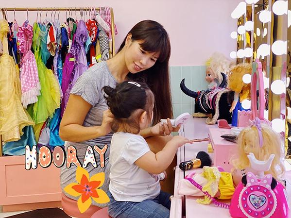 Hà Anh tâm sự con gái cũng chính là bạn thân của cô. Bé Myla được mẹ sắm cho một căn phòng toàn màu hồng như búp bê.