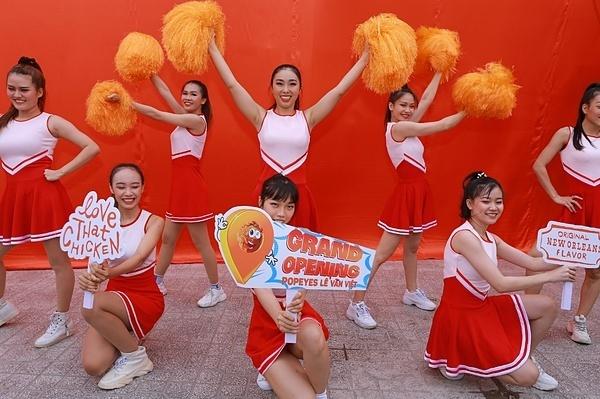 Đây là cửa hàng thứ 27 của Popeyes ởViệt Nam, tọa lạc tại số 372 Lê Văn Việt, tuyến đường sầm uất và sôi động nhất khu vực quận 9, TP HCM.