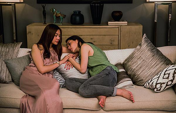 Thanh Hằng - Chi Pu trong phim.