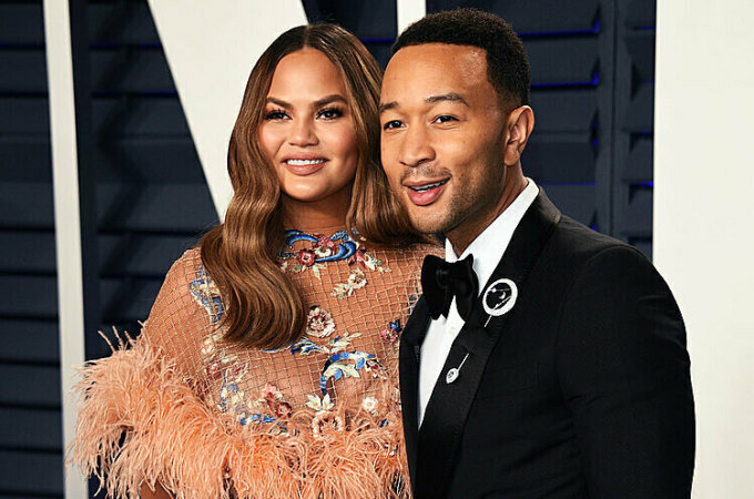 Vợ của nam ca sĩ là người mẫu Chrissy Teigen. Cặp đôi hiện có chung hai đứa con.