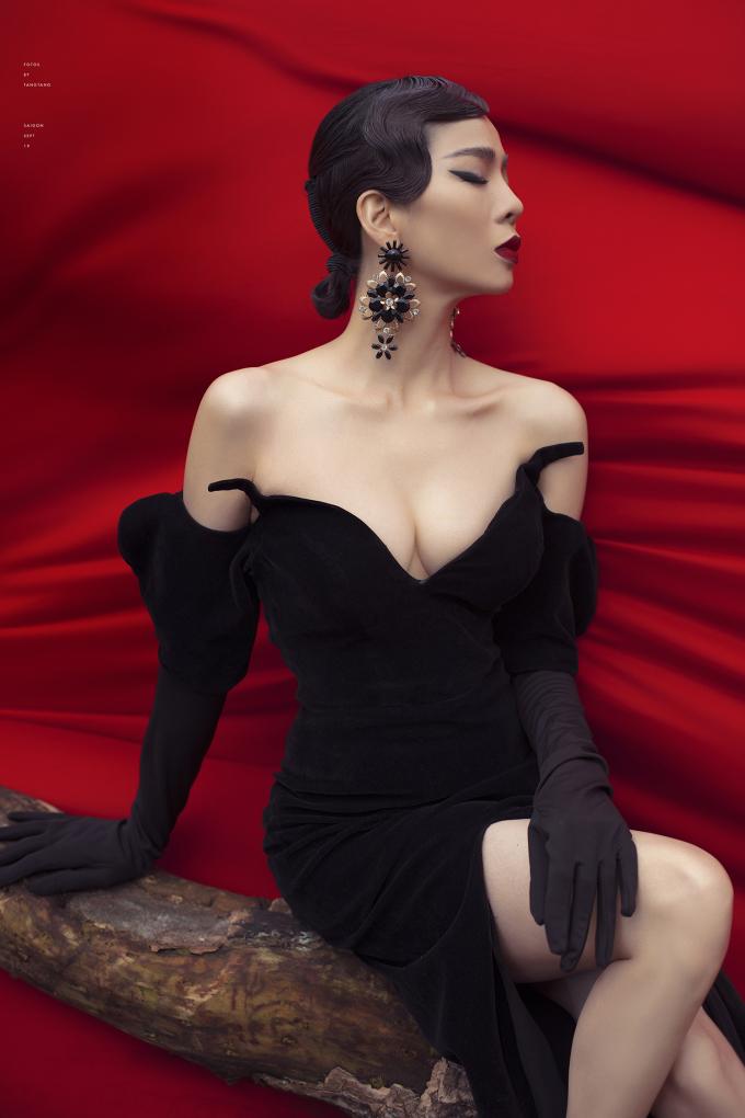 <p> Lệ Quyên vừa kết hợp cùng nhiếp ảnh gia Tang Tang thực hiện bộ hình thời trang mới.</p>