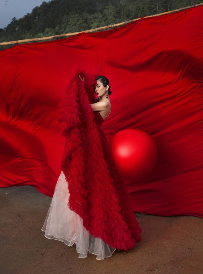 <p> Photo: Tang Tang, Makeup: Quân Pu, Stylist: Lê Hà Sơn.</p>