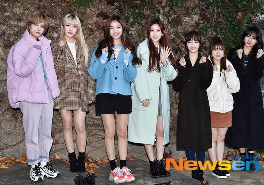 Các thành viên GWSN cũng có mặt để cổ vũ Min Ju.