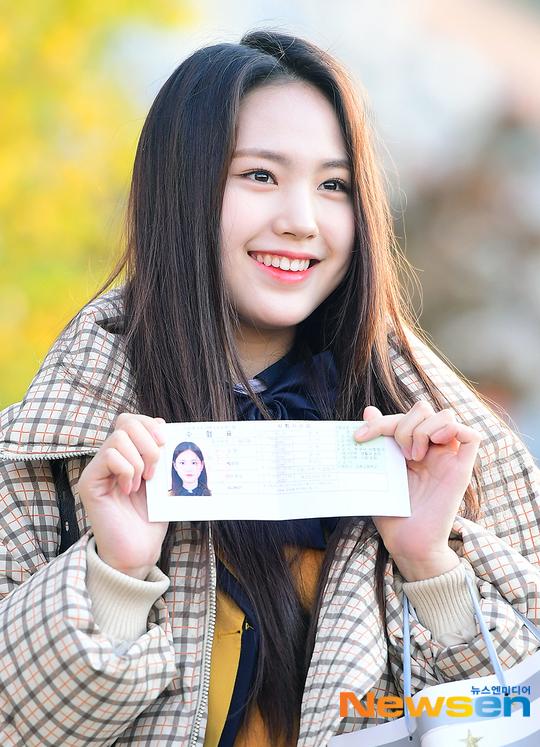 Su Min (Dream Note) khoe thẻ thi Đại học.