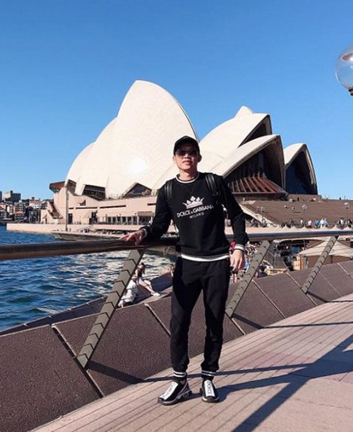 Hoài Linh mặc cả cây hàng hiệu du lịch Australia.