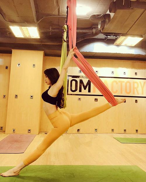 Quỳnh Nga là một cao thủ của bộ môn yoga bay.