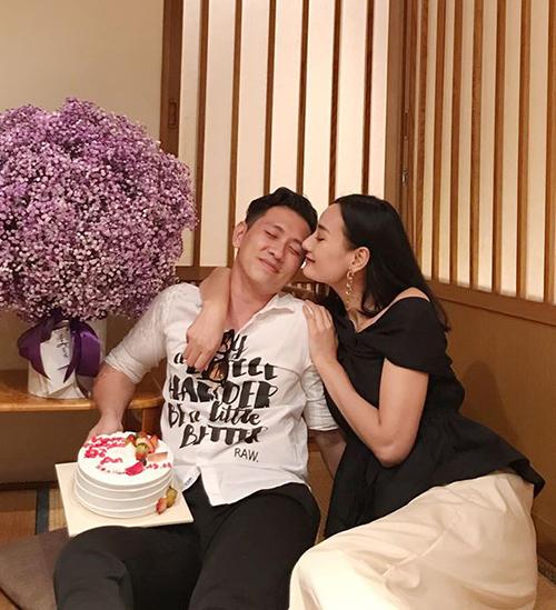 Lê Thúy chúc mừng sinh nhật ông xã.