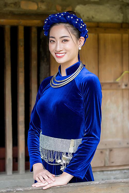 Lương Thùy Linh hóa cô gái dân tộc Tày xinh đẹp.