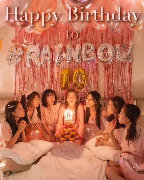 7 thành viên Rainbow tụ tập kỷ niệm 10 năm thành lập nhóm dù đã tan rã.