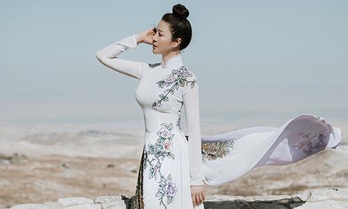 Thanh Mai diện áo dài khoe vóc dáng ''không tuổi''