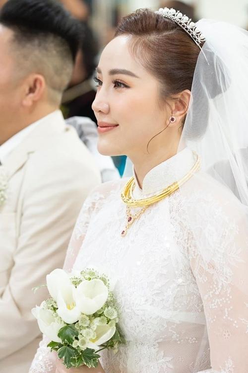 Bảo Thy xinh đẹp trong ngày cưới.