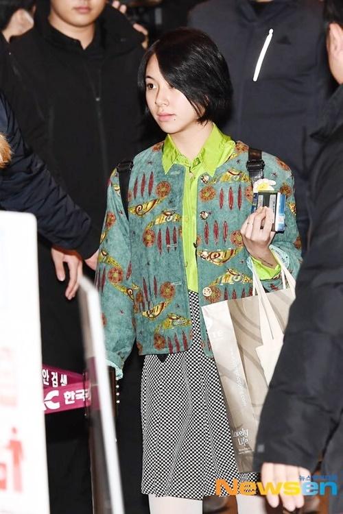 Chae Young để mặt mộc, không cả đánh son khi xuất hiện ở sân bay.
