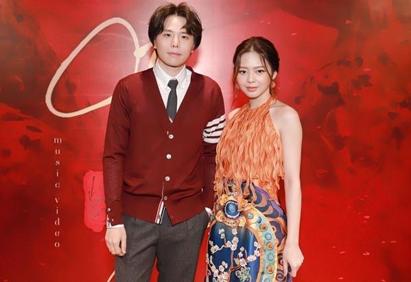 Bạn trai cũ Trịnh Thăng Bình vẫn đồng hành cùng Kim Cường dù đã chia tay.