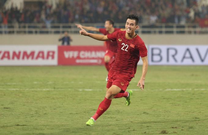 Tiến Linh ăn mừng sau pha ghi bàn vào lưới UAE. Ảnh: Phạm Đương.