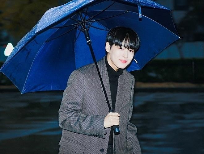 Choi Byung Chan (VICTION) được khen đẹp như nam chính phim ngôn tình.