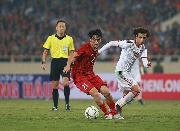 Tuấn Anh khóa chết Messi châu Á.