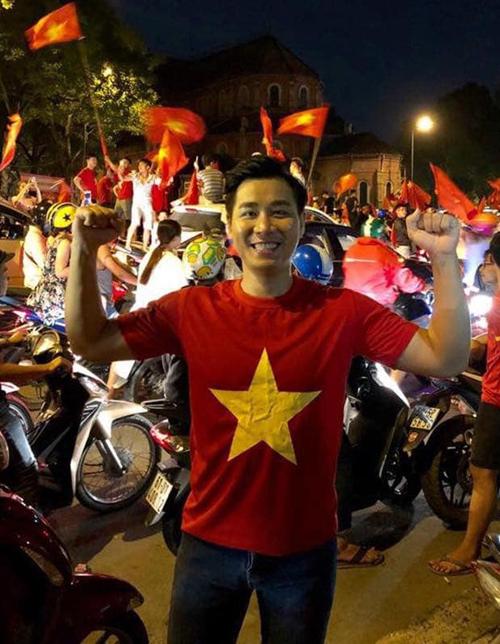 Không có cơ hội ra sân Mỹ Đình, Nguyên Khangđi bão cùng khán giả TP HCM.