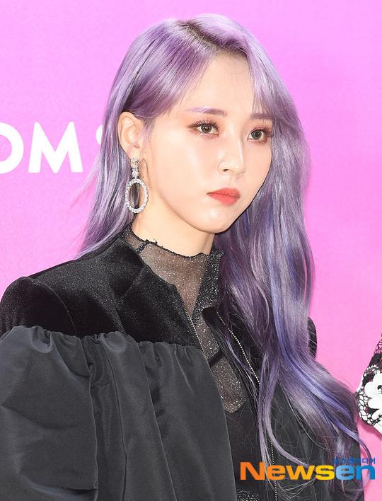 Màu tóc tím khiến Moon Byul như một nhân vật trong anime Nhật.