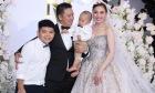 Giang Hồng Ngọc hạnh phúc bên hai con trai trong ngày cưới