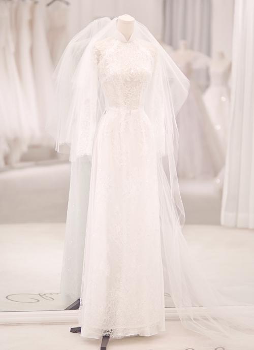 Chung Thanh Phong tiết lộ tổng thời gian làm váy, may áo dài, chuẩn bị mọi thứ đến ngày hoàn thiện là khoảng 3 tháng.